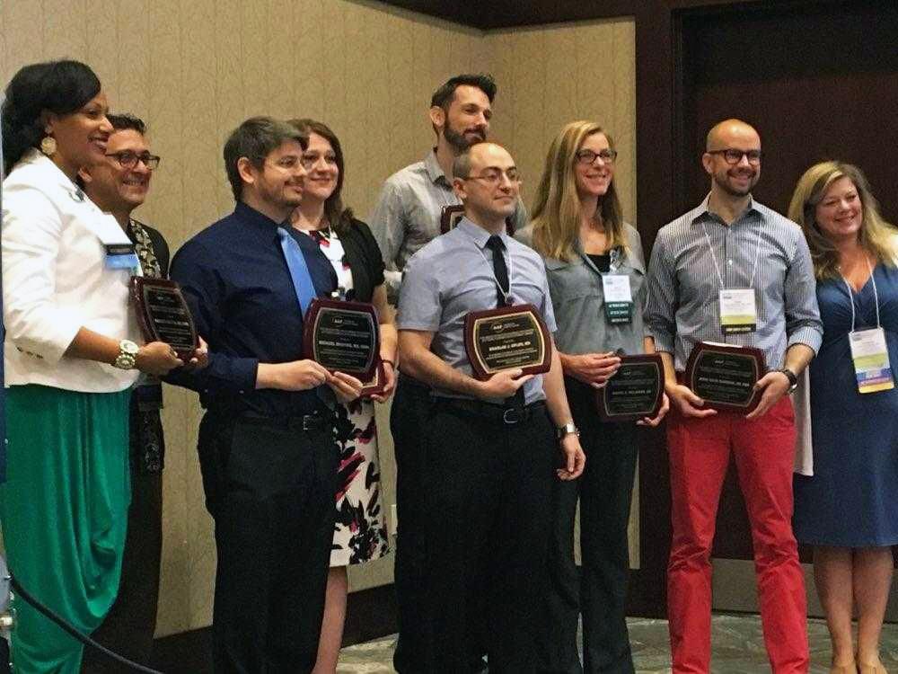 Dr. Shapiro accepts AAP Award